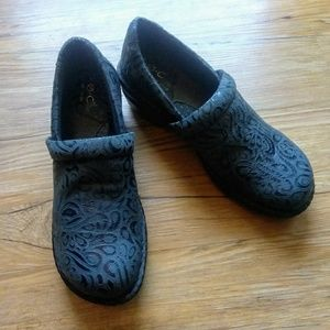 b.o.c Peggy Slip On Tooled Embossed Clogs Size 8.5
